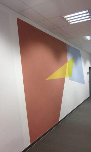 überlagernde Farbflächen im Obergeschoss